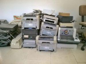 Zużyte drukarki starego typu